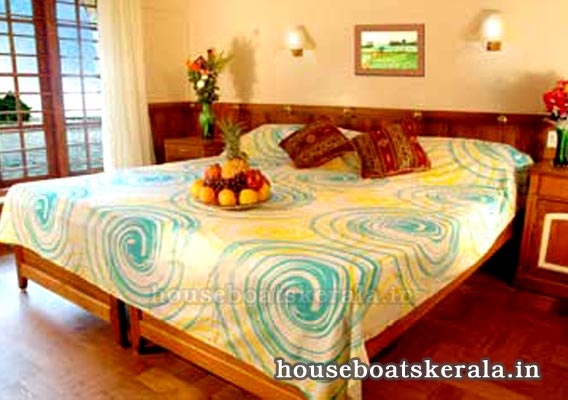 Houseboat Bedroom Pictures
